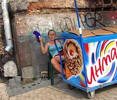 Жаркое лето Продавщица мороженого (sava-vava) Tags: lj girl people street люди улица пермь perm 2010 девушка лето summer