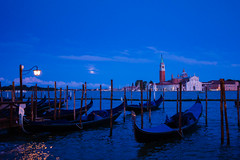 Venice, Italy. (suebr) Tags: venezia italia été tourisme venise ville voyage italie august 2019 summicrontl23mmf2asph leicacldigital leica tourism travel summer europe italy venice gondola gondole detail architecture water canal city italian blue bluehour twilight evening endofday bleu