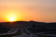 Sunset na rodovia... (GFerreiraJr ®) Tags: pôrdosol sunset rodoviaairtonsenna brasil brazil nikond90 nikon d90 brasilemimagens gferreirajr flickraward micámarayyo nationalgeographic nikonflickraward flickrunitedaward touraroundtheworld panoramafotográfico gettyimages