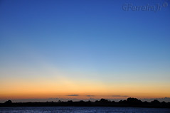 Um por de sol à beira rio... (GFerreiraJr ®) Tags: brazil brasil riodejaneiro rj sãojoãodabarra riodejaneiro–rj pordosolnorioparaíbadosul sunsetinrioparaíbadosul nikond90 sunset pordosol sun sol rio river rioparaíbadosul paraíbadosulriver