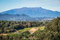 Can Ritol y el Montseny (SantiMB.Photos) Tags: 2blog 2tumblr 2ig invierno winter tordera maresme montseny montañas mountains masía farmhouse geo:lat=4171061676 geo:lon=272692052 geotagged cataluna españa