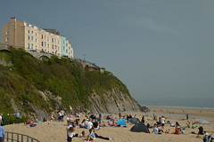 Tenby's South Beach (CoasterMadMatt) Tags: dinbychypysgod2019 tenby2019 dinbychypysgod tenby seasidetown coastaltown seaside coast coastal town towns beach beaches welshbeaches beachesinwales tenbybeach cliff cliffs hotel hotels coastallandscape landscapes landscape southbeach sirbenfro sir benfro pembrokeshire southwestwales southwest cymru wales britain greatbritain gb unitedkingdom uk europe april2019 spring2019 april spring 2019 goodfriday2019 goodfriday coastermadmattphotography coastermadmatt photos photography photographs nikond3200