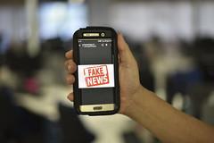 Fake News (Senado Federal) Tags: bie fakenews manipulaçãodedados internet notíciafalsa celular brasília df brasil