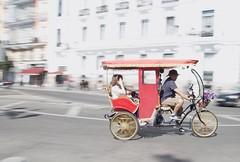 LVM: Pasajeros (AriCatalán) Tags: pasajeros turistas triciclo juegolvm jackierueda madrid panning barrido passengers tourists