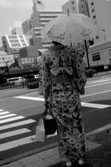 浴衣(yukata) (shou yokoya) Tags: film 135 35㎜ monochrome kodak trix 400tx bessat bw voigtlănder nokton classic 40㎜ analogue street