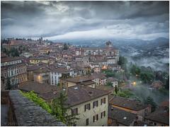 Umbrian Dusk (WS Foto) Tags: perugia umbria italy europe eu dusk twilight dark clouds houses abenddämmerung zwielicht rundblick abend bluehour blauestunde hills hügel