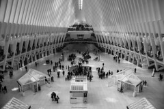 Inside the Oculus at Christmas (ricardocarmonafdez) Tags: nyc manhattan oculus santiagocalatrava arquitectura architecture christmas people lights shadows lines lineas nikon d850 monocromo monochrome bn bw blackandwhite