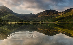 Ripples (selvagedavid38) Tags: buttermere cumbria lake lakedistrict nationalpark water mountains sky sunrise dawn goldenhour rocks stone england scenic trees landscape reflection tranquil countryside rural outdoors canon