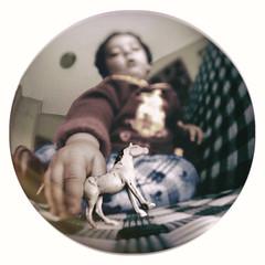 Niño (Carlos P R) Tags: bebes carles efectos familia gente juegos librohasta niños nomodificado ojodepez