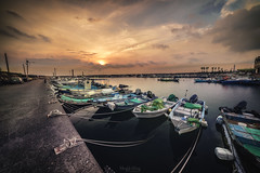 永新漁港 (Hong Yu Wang) Tags: a73 a7iii a7m3 1224g sony alpha taiwan kaohsiung sunset boat port 台灣 高雄 漁港 夕陽 晚霞 photographerswharf