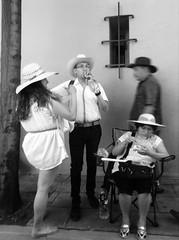 Cuatro sombreros. (Marcos Núñez Núñez) Tags: streetphotography street national ipod5 oaxaca sombreros calle mx streetphotographer blackandwhite bw byn blancoynegro