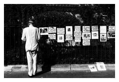 Le square des poètes (Jean-Louis DUMAS) Tags: man people personne nb poète artist artiste art noiretblanc noireblanc square blackandwhite bw