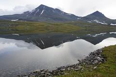 Gurrajavre, between Vaimok and Tarrekaise (maddeaboutthewild) Tags: lapland lappland laponia padjelanta badjelannda badjelanda fjäll mountain staika stajgga gurravagge kurrajaure gurrajavrre gurrajavre fjällsjö mountainlake lake sjö reflection spegling