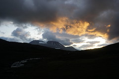 Stajgga sunset (maddeaboutthewild) Tags: lapland lappland laponia padjelanta badjelannda badjelanda fjäll mountain sunset staika stajgga gurravagge