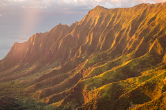 Kalalau Valley in Nā Pali Coast State Park, Kauai, Hawaii at sunset. (Michael Riffle) Tags: hawaii kauai napalicoast napali kalalau kalalauvalley valley rugged sunset golden light sun summer 2019 mountains tropical southpacific pacific landscape nature nopeople