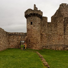 Edinburgh / Craigmillar Castle / Corner Tower (Pantchoa) Tags: édimbourg ecosse craigmillar château pierres forteresse ruines mariestuart 14°siècle formatcarré simonpreston tour tourdangle