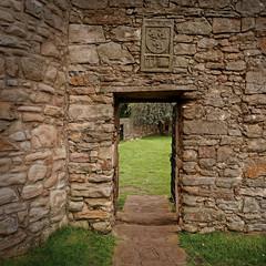 Edinburgh / Craigmillar Castle / Corner Tower / The Simon Preston coat of arms (Pantchoa) Tags: édimbourg ecosse craigmillar château pierres forteresse ruines mariestuart 14°siècle simonpreston arms