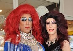 Drama queens op Cultureel Zomerfestival (Mary Berkhout) Tags: maryberkhout dramaqueens cultureelzomerfestival dejulianabaan winkelcentrum voorburg
