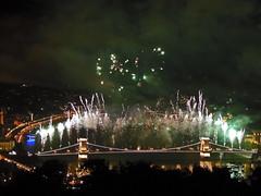 Bridge on fire EXPLORED! (Shahrazad26) Tags: alkotmányunkünnepe nationalefeestdag nationalholiday boedapest budapest kettingbrug chainbridge széchenyilánchíd széchenyibrug brug bridge pont ponte brücke hongarije hungary ungarn magyarország donau duna danube vuurwerk fireworks feuxdartifice feuerwerk