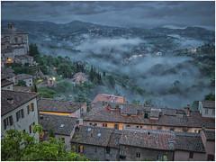 Umbrian Dusk (WS Foto) Tags: perugia umbria italy europe eu dusk rain fog twilight houses abend dämmerung zwielicht wolken clouds gray roofs dächer hills hügel rundblick