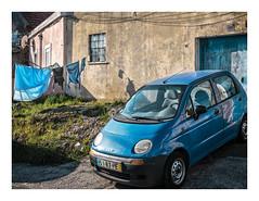 Campolide, Lisboa (Sr. Cordeiro) Tags: campolide lisboa lisbon portugal bairro neighborhood azul blue carro car estendal clothesline subúrbio suburb suburban fuji fujifilm xt20 fujinon xc 1650mm f3556 ois