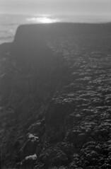 20 (mati.a) Tags: chile 35mm film analog light textura bw ilford hp5 ilfordhp5plus nikon fm2 nikonfm2