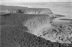19 (mati.a) Tags: mar sea ocean chile film 35mm bw analog rocas nikon fm2 nikonfm2 ilford hp5 ilfordhp5plus