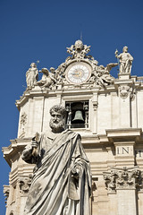 St Peter.  St Peter's Square, Rome, Italy (MJ Reilly) Tags: rome italy stpeters stpeterssquare stpetersbasilica stpeter statue vatican vaticancity square basilica sculpture