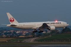 B772_JL8922 (KEF-VIE)_JA711J_6 (VIE-Spotter) Tags: vienna wien vie airport airplane flugzeug flughafen planespotting japan airlines boeing 777200er tripleseven