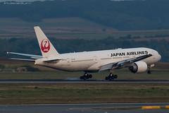 B772_JL8922 (KEF-VIE)_JA711J_7 (VIE-Spotter) Tags: vienna wien vie airport airplane flugzeug flughafen planespotting japan airlines boeing 777200er tripleseven