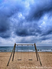 Playa de Gavà. Barcelonés. (Lucio José Martínez González) Tags: luciojosémartínezgonzález españa spain gavà barcelona playa beach mar sea mediterráneo mediterranean cloud nubes playground columpio parqueinfantil hdr ngc asbeautifulasyouwant