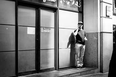 Call (fernando_gm) Tags: street streetlife light day calle callejera fujifilm fuji xt1 man hombre person people airelibre city ciudad london londres uk blackandwhite blancoynegro monochrome monocromo monocromatico