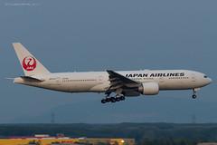 B772_JL8922 (KEF-VIE)_JA711J_4 (VIE-Spotter) Tags: vienna wien vie airport airplane flugzeug flughafen planespotting japan airlines boeing 777200er tripleseven