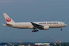B772_JL8922 (KEF-VIE)_JA711J_3 (VIE-Spotter) Tags: vienna wien vie airport airplane flugzeug flughafen planespotting japan airlines boeing 777200er tripleseven