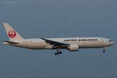 B772_JL8922 (KEF-VIE)_JA711J_2 (VIE-Spotter) Tags: vienna wien vie airport airplane flugzeug flughafen planespotting japan airlines boeing 777200er tripleseven