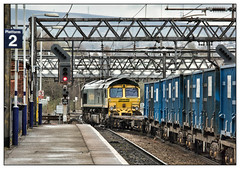 Flirting with the Woodhead (david.hayes77) Tags: guidebridge greatermanchester 2019 binliner domesticandindustrialwaste refuse freight goods cargo class66 shed maltbyraider 66552 platform2 longdendale pennines freightliner rubbish catenary