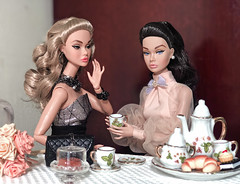 Girl Talk (duckhoa_le) Tags: poppyparker poppy parker integrity toys toy w club exclusive split decision decisions young sophisticate brunette blonde tea time dress outfit barbie photography alice wonderland portrait girl women miniture bergdorf goodman