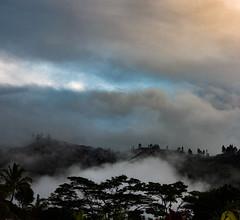Dessus dessous (Faapuroa) Tags: nuage montagne cloud mountain tahiti polynesia polynésie coolpix p1000 nikon ciel sky
