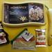 Zutaten für VanillaChocolate-Eis mit Bananenscheiben, Haselnüssen, Schokoladensoße und KinderCards