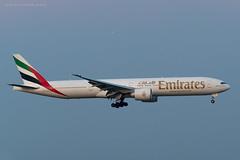B77W_EK125 (DXB-VIE)_A6-EQM_1 (VIE-Spotter) Tags: vienna airport vie wien flughafen airplane air spotten planespotting flugzeug himmel emirates boeing 777300er 777
