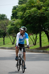 DSCF2097 (陳育生) Tags: run 路跑 跑步 百k 接力賽 腳ㄚ子 自行車 單車 前導 領騎 眼鏡