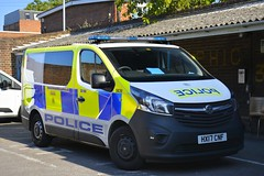 HX17 CNF (S11 AUN) Tags: hampshire constabulary police vauxhall vivaro cell cage station response van support unit incident panda patrol area car npt neighbourhoodpatrolteam cctvunit irv cctv 999 emergency hx17cnf
