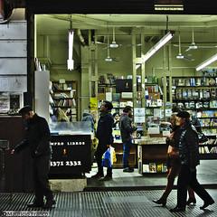 Entre libros (harpman71) Tags: 35mm argentina avcorrientes books bookstore buenosaires d5200 darktable gente libreria libros night nikon noche people urban steet