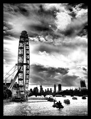 Eye Spy (Robert-Jan van Lotringen) Tags: london uk england londoneye city capital river thames boats barges tourism whitehall bridge clouds dramatic contrast lack white monochrome noir blanc westminster