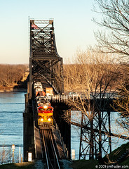 Kansas City Southern 4100 Eastbound Over the Mississippi River (redux) (Jim Frazier) Tags: structures bridges spans crossings mississippibridge mississippi river infrastructure january 2009 vicksburg ms kcs kcsr kansascitysouthern kansascitysouthernrailway dawn sunrise 20090125almsswing 20090130vicksburgbridges 20090130vicksburg q4 railroad railway kansascitysouthernrailwaycompany equipment machines machinery trains locomotives engines diesel dieselelectric cantilever truss throughtruss steel metal commerce commercial transportation shipping engineering technology civilengineering beautifullight light interestinglight headlights yellow red morning freight scenery scenic landscape railwayinfrastructure ©jimfraziercom