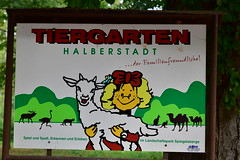 Hinweisschild auf den kleinen feinen Zoo (marc.jo71) Tags: orte europa deutschland natur sachsenanhalt veröffentlicht flickr tierpark zoologischergarten gärten vorbereitet halberstadt