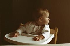 Aleksa  (Expired Superia 200) (Harald Philipp) Tags: kodakretina kodak superia film analog expiredfilm infant baby retinaiiic aleksa