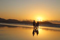 Tesoro 6: Colores en el cielo. Sunset. (Abi Duque) Tags: lanzarote famara beach canaryislands canarias sunset caletadefamara playa risco cliff surf surfing spain