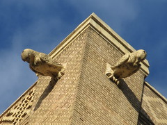 2019 Pigeon Bird Gargoyle above Belvedere Hotel 9668 (Brechtbug) Tags: 2019 pigeon bird gargoyle above building facade 48th street between 9th ave 8th the belvedere hotel 319 w st new york nyc 09012019 city midtown manhattan horn horns gargoyles portraits monster portrait monsters creature faces spooky art architecture sculpture keystone mask brownstone brown stone capital