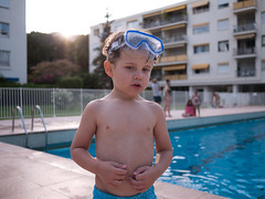 Jules (Dahrth) Tags: lumixμ43 lumixmicroquatretiers lumixgf1 lumix20mm gf120 panasoniclumixgf1 20mmpancake kid boy garçon piscine swimmingpool summer été